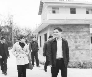 万安县医保局干部帮扶美丽乡村新农村建设