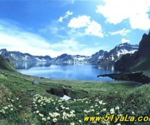 旅游景点指南:中国和朝鲜的界湖 长白山天池