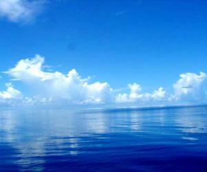 充满奇幻蓝色魅力的冲绳岛