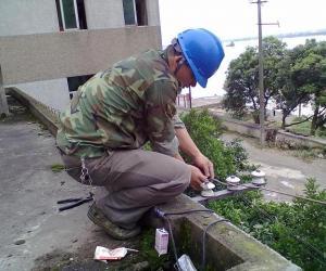 新干县公司积极配合旧城改造 开展巷线拆除工作