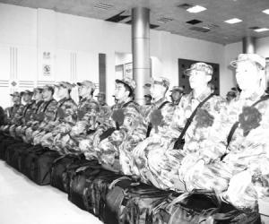 今冬首批新兵昨入部队服役